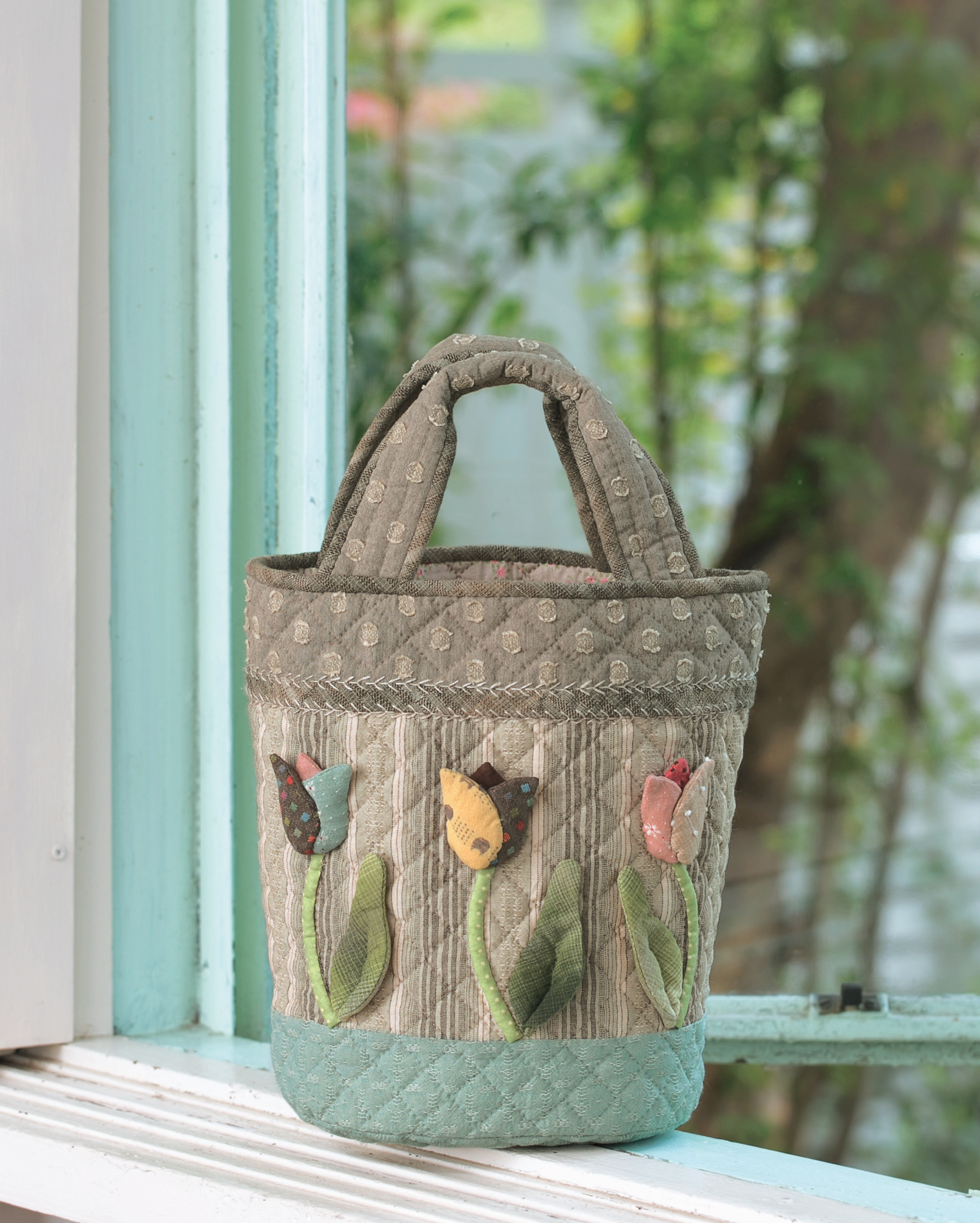 Quilted Bags and Gifts by Akemi Shibata