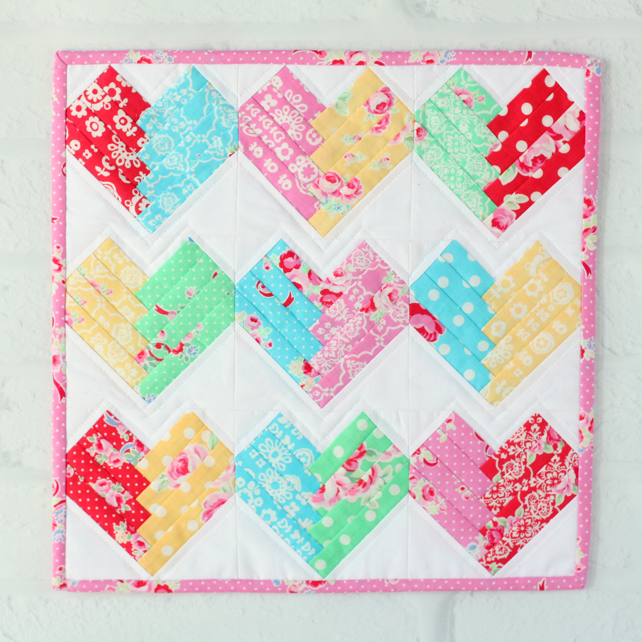 Heart of the Home Mini Quilt- Pattern available from www.etsy.com/shop/aspoonfullofsugar