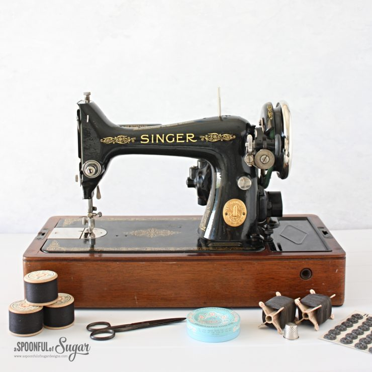 Vintage Singer 99 K Sewing Machine
