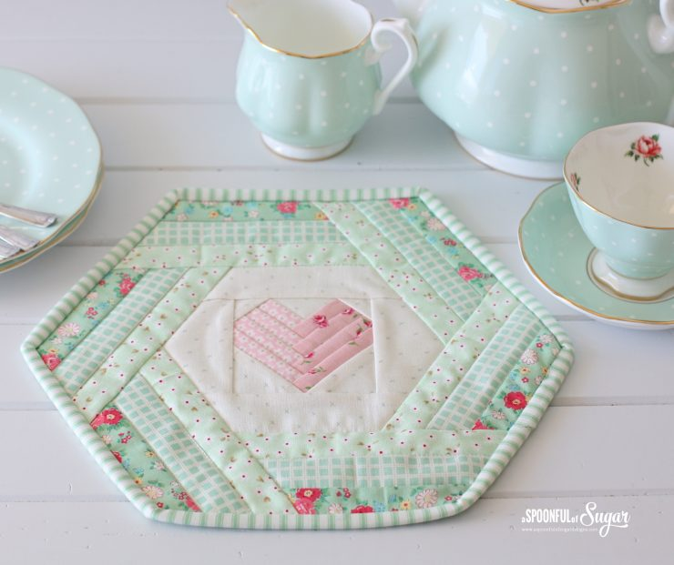 Hexie Heart Placemat PDF Sewing Pattern by aspoonfullofsugar on Etsy.